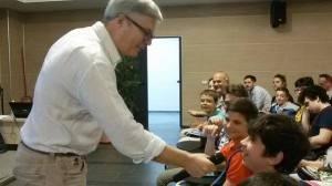 quando chiedi ad un bambino il significato degli incentivi non lo conosce, ma se gli proponi 1000 euro al mese per andare a scuola, ci corre.